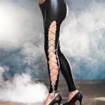 Černé sexy kožené legíny se sněrováním
