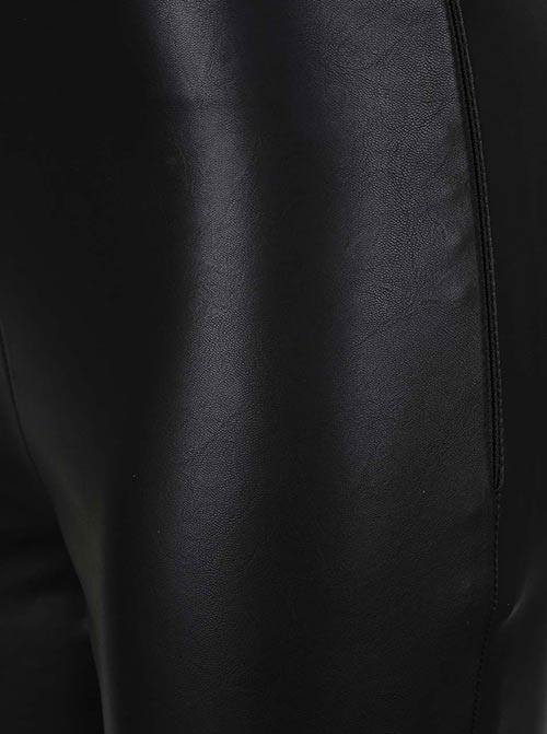 Sexy černé lesklé legíny
