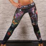 Sexy dlouhé legíny džínového vzhledu s barevným art potiskem