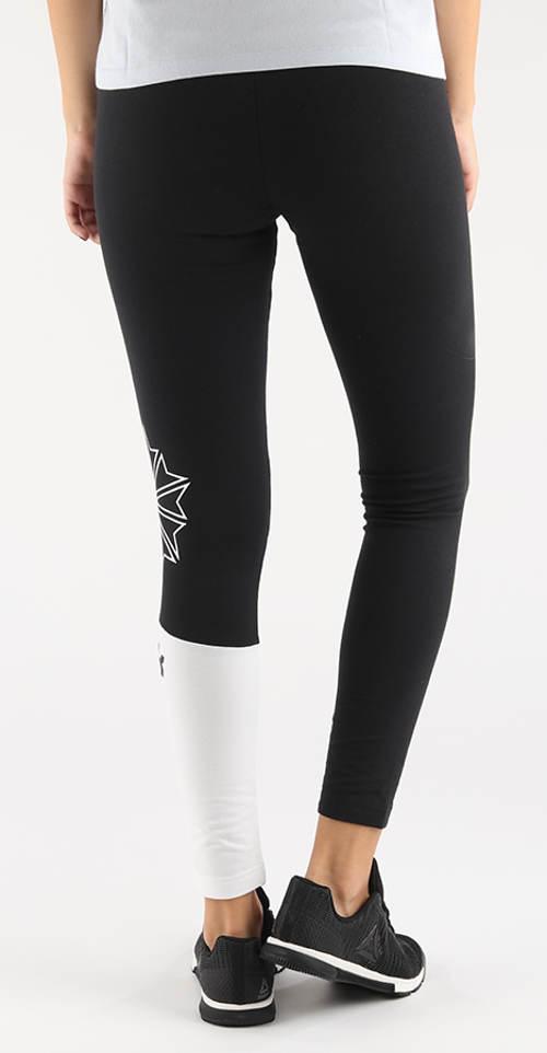 Černé sportovní legíny s jednou bílou nohavicí
