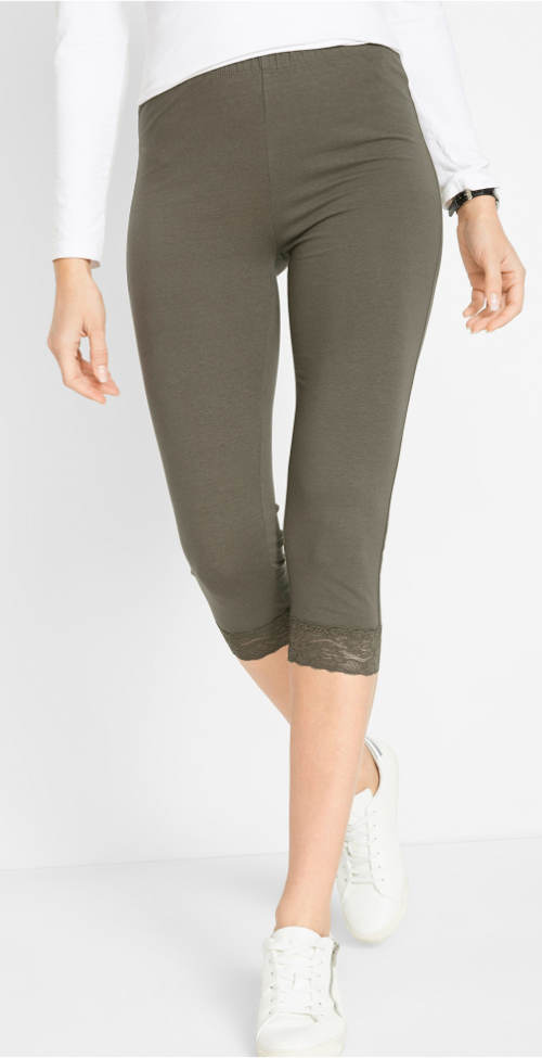 Krátké legíny s krajkovým lemem na nohavicích
