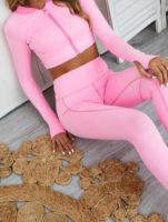 Růžový cvičební úbor na jógu