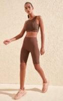 Dámské klasické krátké legíny na cvičení i běžné nošení